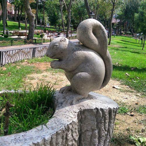 Parkin sembollerinden birisi Sincap Istanbul Emirgan Koru park sariyer nature manzara color travel tour art heykel squirrel sculpture
