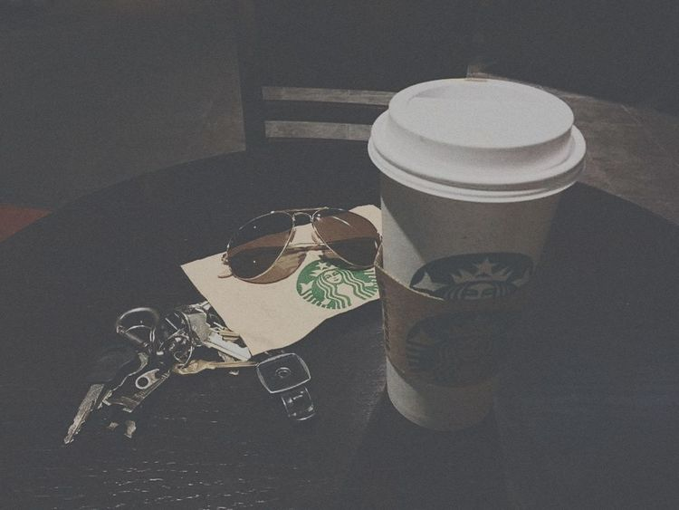 No People Indoors  Day Close-up Starbucks Coffee Delicious Alone Alone Time Alone In The City  Keys Photography Keys Glasses Glasses :) Glasses👌 Glasses Or No Glasses? Glasses 👓 Shades