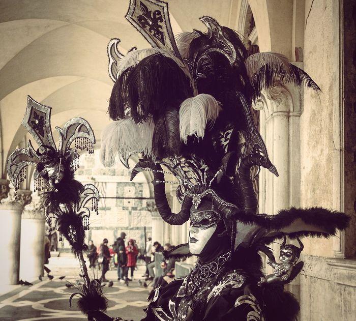 Martedí grasso.. carnevale di venezia. 09/02/2016 Venice Carnevaledivenezia Venicecarnival Venezia Mask Maschera Devil Evil Piume Piumeovunque NX2000 Mirrorless Photooftheday Picoftheday Check This Out Travelgram