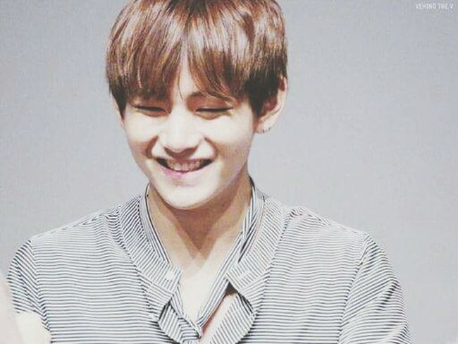 His smile though💖😁 Dedicating for all the haters of bangtan😎 Taehyungie 뷔 Bangtan Kyeopta Bright Face Happiness
