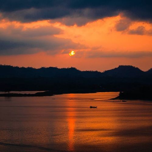 Beautiful Bangladesh - Sunset at Kaptai! Sunset Sun Reflections Pretty Beautiful Red Orange Pink Sky Lake Water Nature Clouds Horizon Photooftheday Instagood Gorgeous Warm View Hills Morning Silhouette Instasky All_sunsets_sky EyeEm Nature Lover