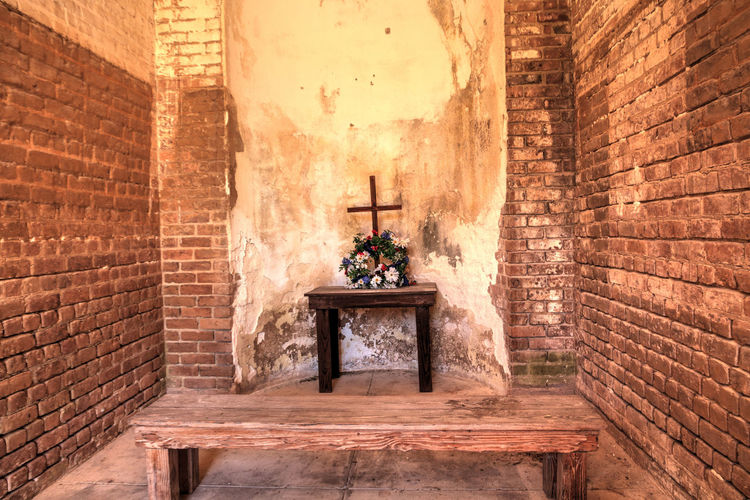 Chapel for the soldiers at Fort Zachary Taylor in Key West, Florida Chapel Cross Fort Taylor Fort Zachary Taylor Key West History Architecture Belief Building Built Structure Historical Landmark History Indoors  Landmark Military Military History Nature No People Old Key West Place Of Worship Religion Spirituality The Past Travel Destinations Wall Wall - Building Feature