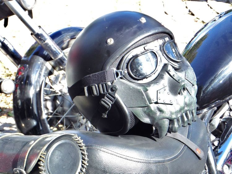 Black Motorcycle Helmet. Eyewear. Fun Fun Helmet Goggles. Leisure Activity. Motorcycle Helmet. Motorcycle. Enjoying Life :) No People. Beauty In Nature Diamond Pattern One Animal Protection. Single Steampunk Style. Unusual Ansemble.