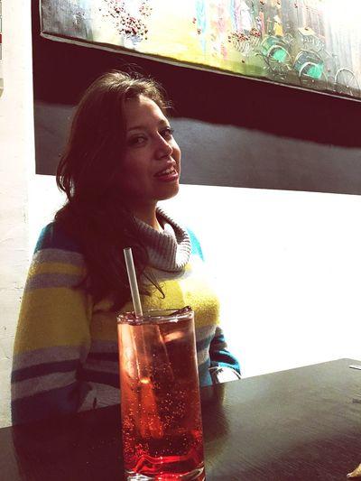 Sangre para beber!!! Bebida Drinks Pretty Girl Girls Girlfriend Prettywoman Mujereslindas Novia Portrait Retrato Hermosa Antojable 😏 Breaktime Restaurant Restaurante Afterjob Después De Trabajar