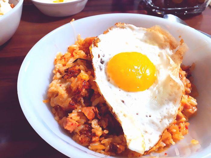 김치볶음밥 음식 김치볶음밥 Korea Korea Food 한국음식 저녁식사 계란후라이 EyeEm Selects Egg Yolk Sunny Side Up Fried Egg Bacon City Breakfast Plate Egg Fried Close-up Egg White Frying Pan