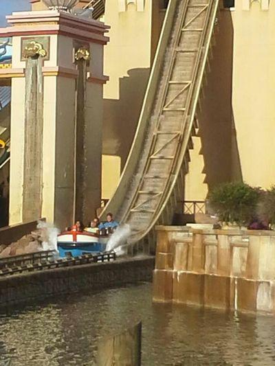 Amusementpark Water Ride Faces Of Summer