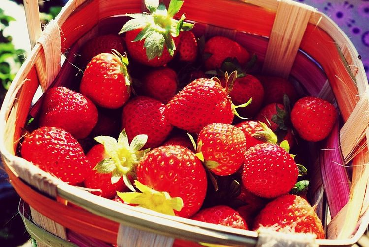 Freshly picked from the farm Strawberries WhenInBaguio Strawberry Strawberries Fruits Xperiaphotography Sonyphotography Xperia Z Ultra Sony Qx100 CarlZeiss Colour Of Life