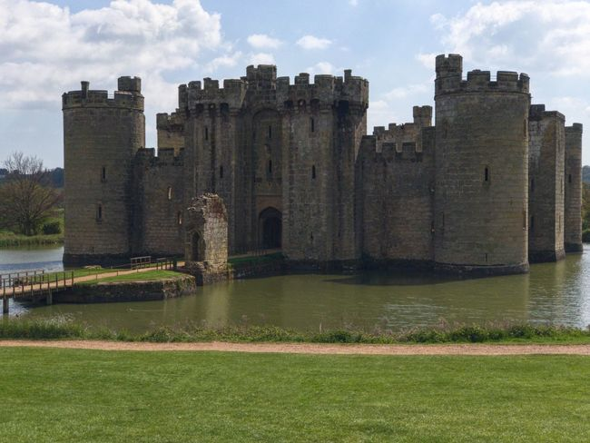 Architecture History Built Structure Castle Water Moat Moated Castle Bodiam Castle Building Exterior Medieval Architecture Old Buildings English History Ruins Castles Castle The Past Architecture Turrets Battlements Defence