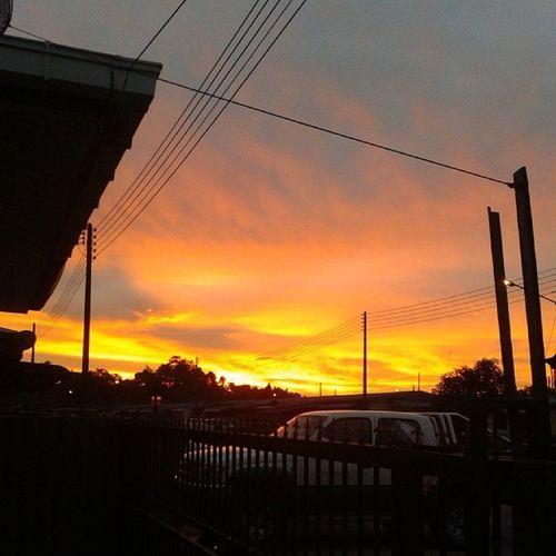 Hari sudah senja, langit sudah merah. Menandakan hari dh nk malam...k..i shud stop merepek here.. ngeh3 Langitsenja