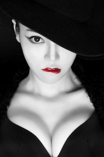 Photo Girl Makeup Beauty Red Model Fashion Fashion Photography 写真 女性 メイク ビューティ レッド モデル ファッション 사진 메이크업 뷰티 패션 빨강 모델 패션 패션포토 First Eyeem Photo
