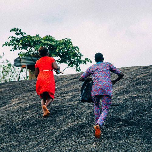 Loved how these locals were able to run around IdanreHills effortlessly, while I was all tired by the time I reached the top. Loved their enthusiasm for life... Nigeria Nigerians Idanre snapitoga everydayafrica Africa ondoState