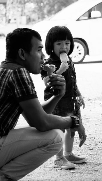 Child Ice Cream Candid Streetphotography Monochrome Father And Daughter Life The Street Photographer - 2016 EyeEm Awards