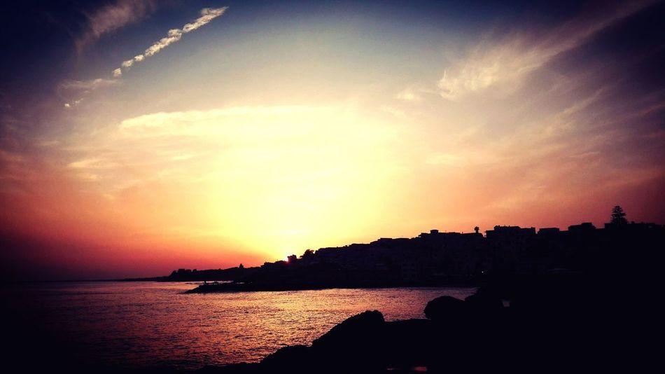 """""""Il sole tramonta comunque, sia sul giorno migliore sia sul giorno peggiore."""" Water Sea Sunset Sky Horizon Over Water Seascape Atmospheric Mood Romantic Sky Moody Sky Overcast Atmosphere Idyllic Sky Only"""