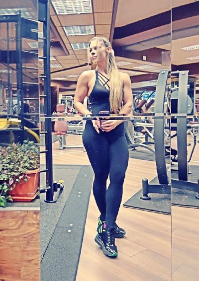 Exercising Adults Only One Woman Only One Person Gym Women Sports Clothing Selfie Sexygirl Perfect Shape Fitnessgirl Activewear Model Girl Fitnessmodel Sportsman Shapes And Forms Fitnessmotivation Sneakers Of EyeEm Long Hair Blond Hair Fitness Bodybuilding Motivation Natural Body Building GymLife Body & Fitness