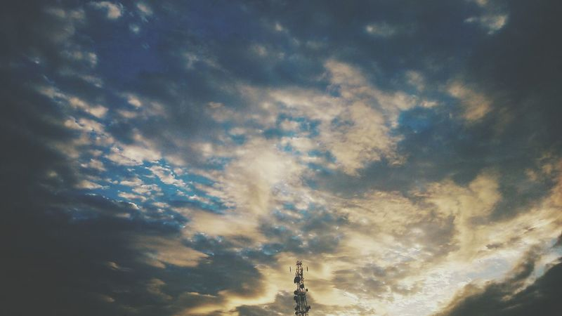Under the same sky, dreaming the same dream. Clouds And Sky EyeEm Malaysia Taking Photos Vscocam Enjoying Life