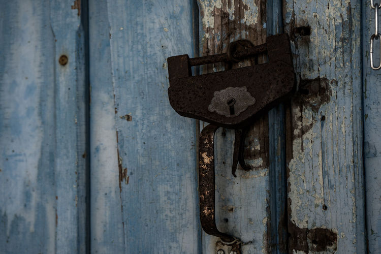 Abandonment Cliffs Japan Abandoned Backgrounds Close-up Closed Day Door Full Frame Key Latch Metal Mine No People Old Outdoors Protection Run-down Rusty Textured  Weathered Wood - Material けy