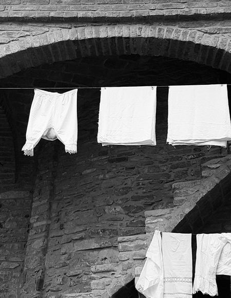 Panni stesi 1613 Popular Photos Urban Architecture Blackandwhite Photography Black And White Bnwphotography Blackandwhite Bnw Bn Bnw_society Bnw_captures Bnw_collection Piemonte Urban
