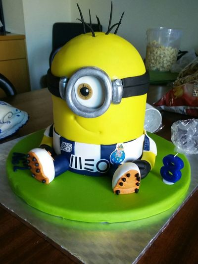 Indoors  No People Day Cakes Minions Minions Cake HAPPY BIRTHDAY!!! Sweet Yellow Yellow Cake Yellow Fc Porto Azul E Branco OnePlusOne📱 Onepluslife Oneplusonephotography Oneplus One Portugal Eight Number