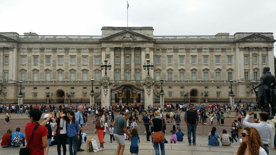 Beautiful Day Hello World LONDON❤ My Son :) My Friend ❤ Hello Friends :) Now Online Buckingham Palace Amazing Goholydays ✈️👜