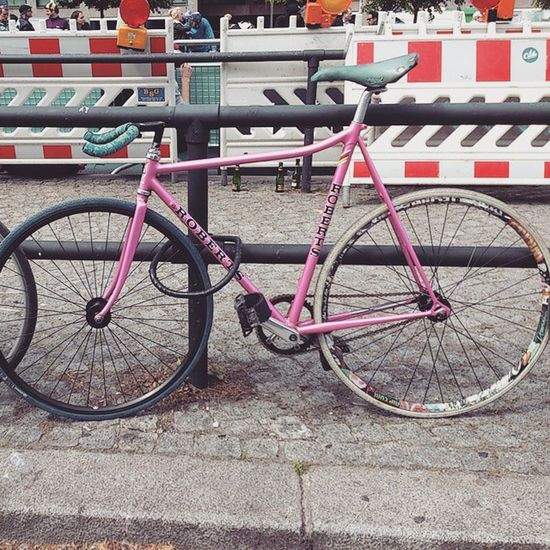 What a beauty Fixie Fixieporn Berlin Lockedupbikes Pink Burnfatnotoil Radrace