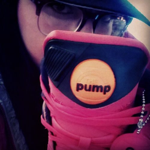 Yo mejor me compro mas tenis ☺ Reebokomnizone Pump Bulls DisishowWedo daHoodCheff vidadechef red hiphop sneakerdealer brendiuxx😙👑💵🐰