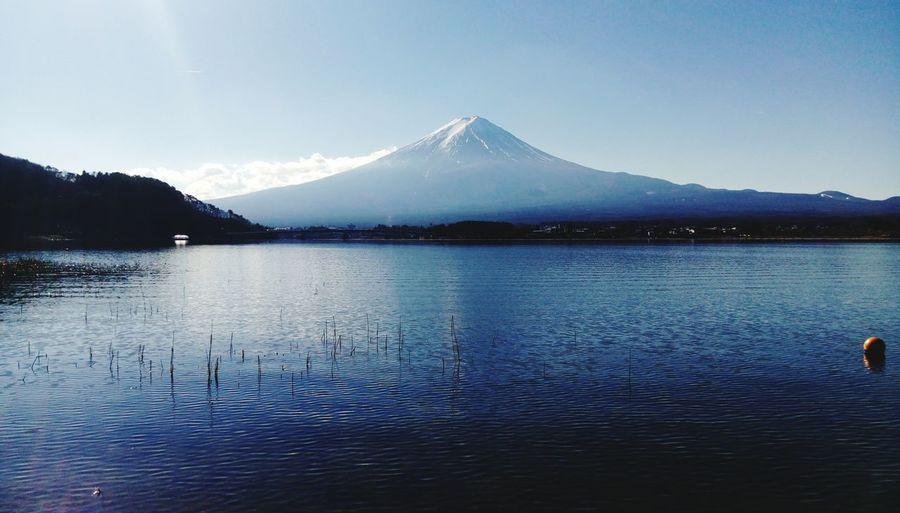 Lake and mt fuji against clear sky