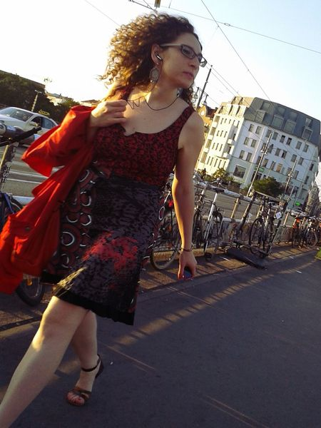 Streetphotography Red Woman