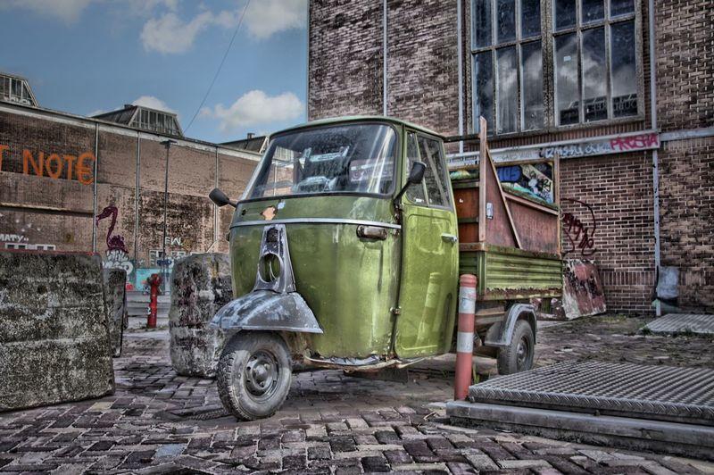 tuk tuk een bijzondere auto! TukTuk Amsterdam Pictureoftheday Hdr_Collection HDR Picoftheday Ij-hallen Amsterdam