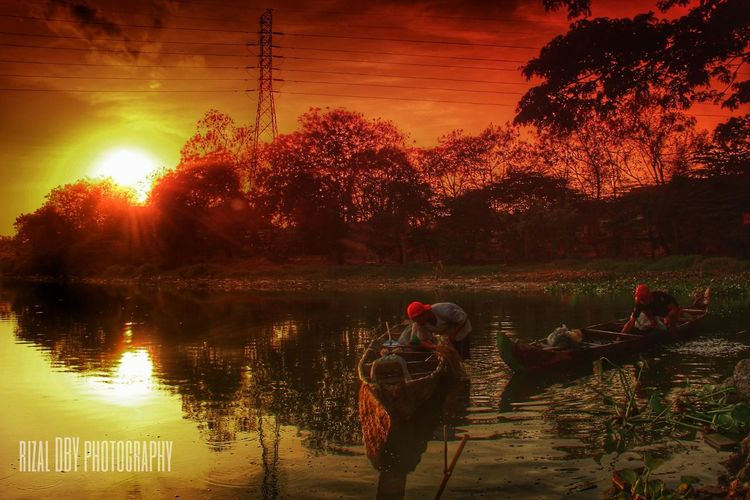 Para nelayan ikan mujair Sunrise_sunsets_aroundworld Sunrise Landscape Human Interest