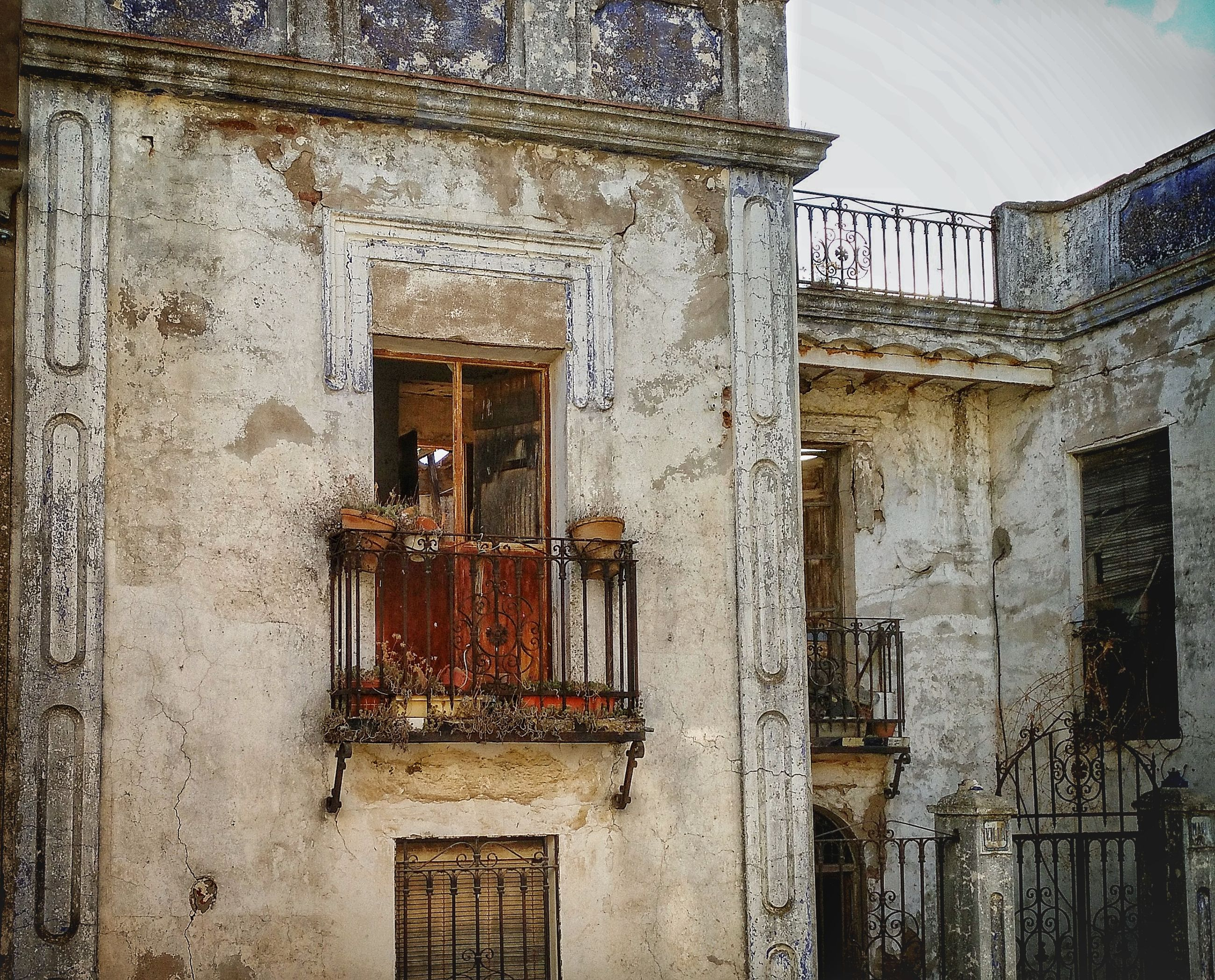architecture, building exterior, built structure, window, door, no people, outdoors, day