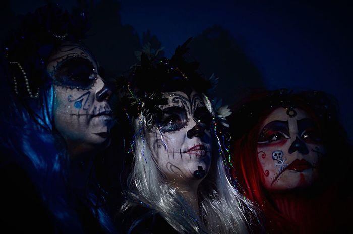 Trio Santamuerte Modèles : Cécile.R Peggy.Brandt Gea.D MaU : Jacko & Miss Lafey'Art