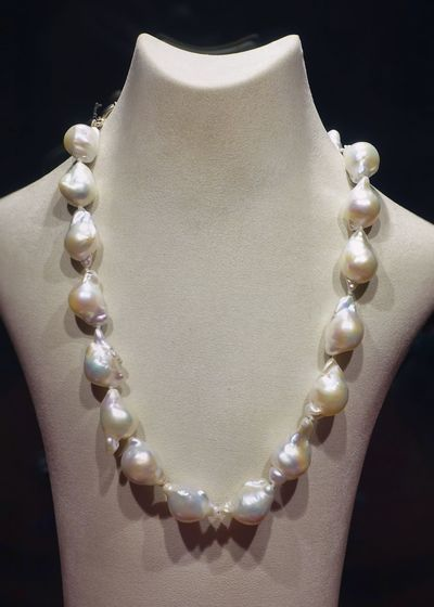 Jewelry Pearl Jewelry Necklace Luxury Fashion Elégance Precious Gem Gift Pearls Natural Women Girls White Rich Various Close-up Mannequin Females Wealth Black Background Still Life Expense Personal Accessory Perfect Amazing Bead Birthday Present Jewelry Store Jeweller Gemstone