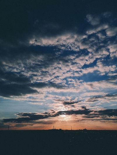 Berlin Berliner Luft HUAWEI After Dark Finalist Beauty In Nature Berliner Ansichten Cloud - Sky Cloudscape Dusk Horizon Over Land Idyllic Landscape Nature No People Overcast Scenics - Nature Silhouette Sky Sunset Tranquil Scene Tranquility
