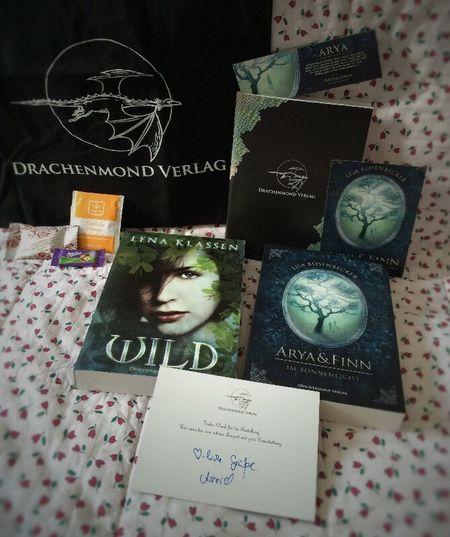 & da ist sie, meine Bestellung vom #Drachenmondverlag ist gestern endlich angekommen 🐉😍. Danke #AstridBehrend für all die Goodies, ich bin verliebt 😘... IchliebeBücher Lesezeit Lesen Booknerd NeuimRegal Books Drachenmondverlag