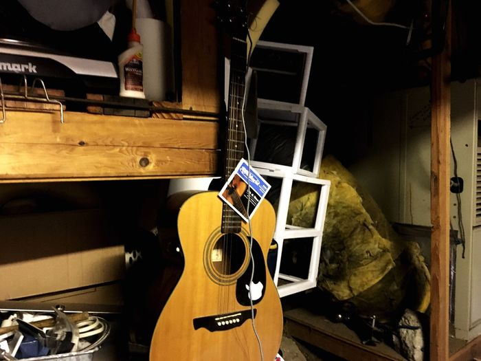 What a waste. Music Technology Guitar Arts Culture And Entertainment Home Interior Musical Instrument No People Table Electric Guitar Sound Recording Equipment Day First Eyeem Photo Paraguay ♥