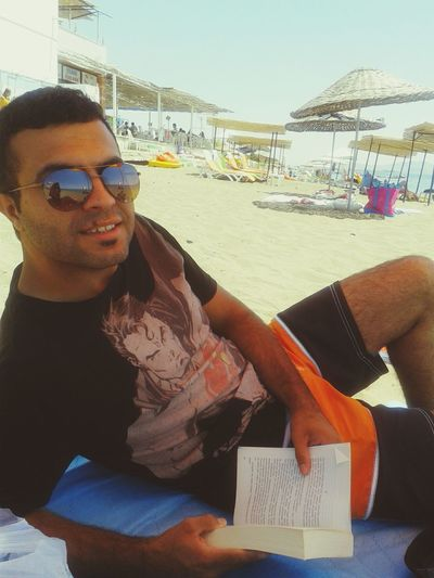 Summer On The Beach Sunglasses Reading & Relaxing Salihleraltı Tatilkafasi