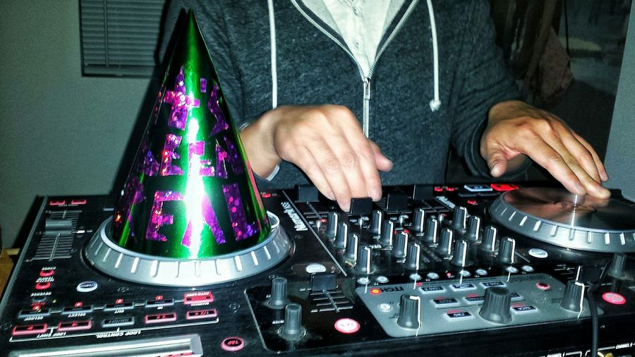 I t s B e e n R e a l Turntables Party Edm Partyhat Newmusic Vibes Mood NewYear Hands At Work Hands Metallic Foil  Livemusicphotography Live Music Deejay