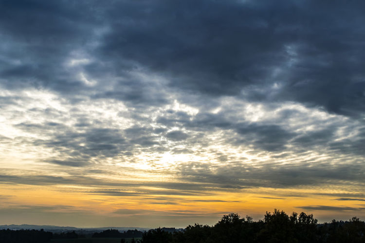 Cloud - Sky Sunset Sky Moody Sky Dramatic Sky Cloudscape Scenics Outdoors Nature Beauty In Nature No People EyeEm Gallery The EyeEm Collection Beauty In Nature EyeEm Nature_collection Stockphoto ARTsbyXD Xd_arts Autumn 2016 Autumn Collection Autumn Autumncolors Light And Reflection Lights
