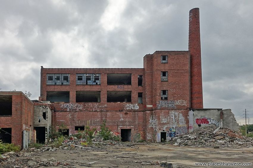 New Article: Inside the Ruins of an Abandoned Electronics Factory http://www.placesthatwere.com/2017/11/victoreen-instrument-company.html Abandoned Factory Building Brick Building Brick Cleveland Abandoned Factory Abandoned Places Abandoned Buildings Urban Exploration Abandoned Ohio Urbex Abandoned Building Ruins Brick Wall Abandoned & Derelict Decay Creepy Urban Decay Ruined Architecture Eerie Burned Building History