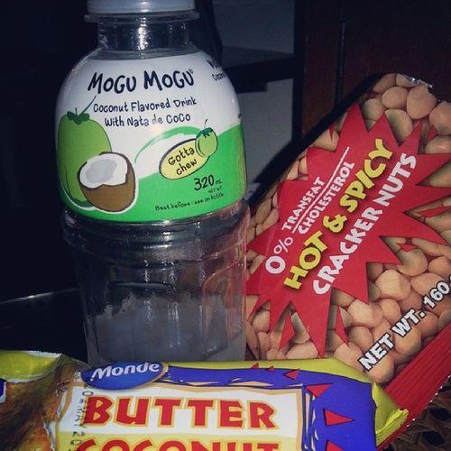 Midnight snacks! Mogumogu Natadecoco Coconut Flavored nagaraya hotandspicy peanuts biscuits food foodporn foodie foodstagram instagramhub tagstagram cravings happy tummy