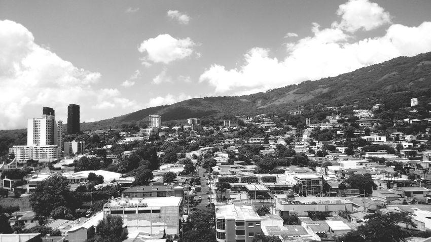 Panoramica zona residencial San Salvador Landscape Enjoying The View