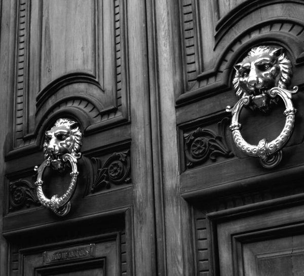 Door Knocker Entrance Lion Built Structure Architecture Cityscape Monochrome Photography Monochrome Blackandwhite Barcelona Streetphotography Nikonphotography Urban Photography Streetphotography City Nikon Noir Et Blanc Art