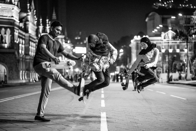City After Dark City Night City Street Having Fun Playing Skateboard Together Welcome To Black Girl Power Leisure Activity City At Night. The Street Photographer - 2017 EyeEm Awards Black And White Friday Stories From The City