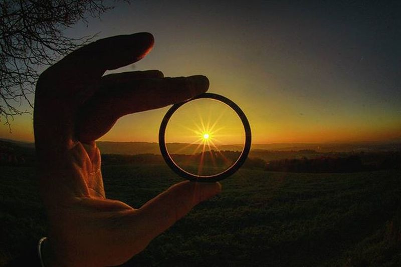 Catch the Sunset👋🌞 UV-FILTER + Fisheye Objektiv...It does not work...Inprovisation Sun Sunset Fingers UV  Filter Fisheye Landscape Colors Love Photography Canon_official Instagood Instalike Bestoftheday Picoftheday Catch CanonEos60D Grass Germany Saarland Autumn Picture Pictureoftheday