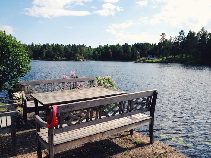Empty benches and table by the lake