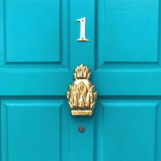 1 pineapple. 1 door. Door Art And Craft Day Outdoors Blue No People Full Frame Gold Colored Sculpture Close-up Building Exterior Architecture Pineapple Pineapple🍍 Pineapples Doors Vintage Photo House Number Golden Gold Doorporn Retro Modern Architecture Modern Modernism