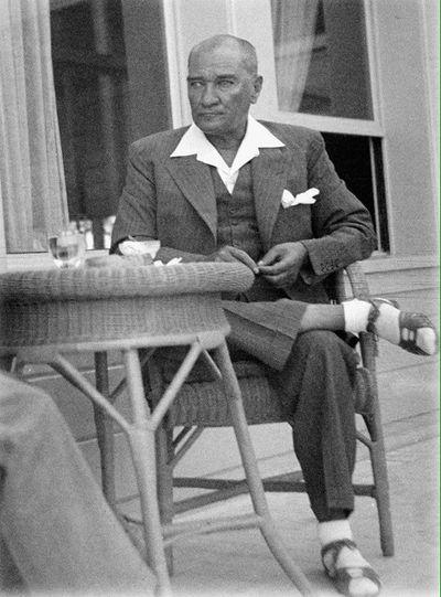 Karizmatik Lider Atatürk