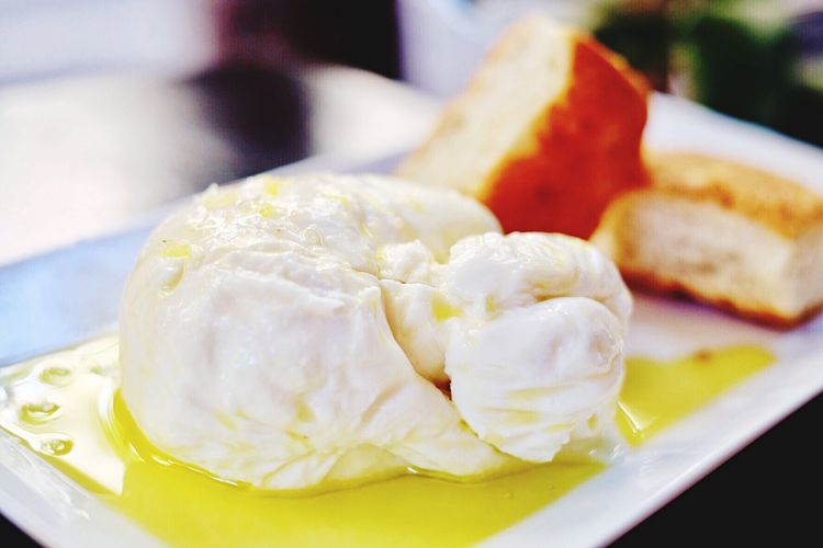Food Cheese Buratta Mozzarella Cafe Barcelona España SPAIN Lunch Freshness Plate Close-up Ready-to-eat Serving Size Indoors  No People Focus On Foreground Meal Day Oliveoil Olive Oil