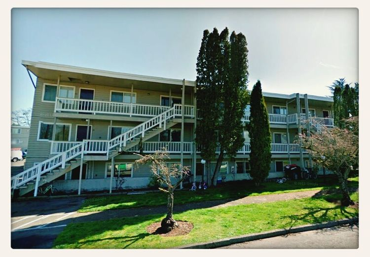 The apartment building where i stayed in Salem, Oregon during the summer of 2007.