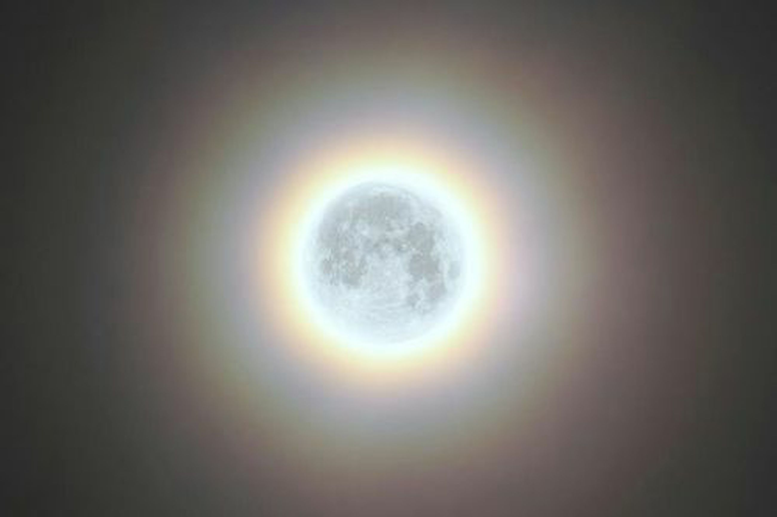 circle, low angle view, sun, copy space, glowing, geometric shape, sky, illuminated, moon, no people, backgrounds, dark, night, indoors, nature, lighting equipment, light - natural phenomenon, full frame, lens flare